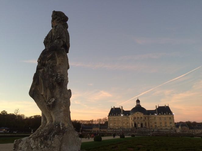 Des statues et un château - Photo Willy.H